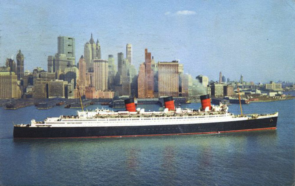 RMS Queen Mary leaving New York C. 1950s